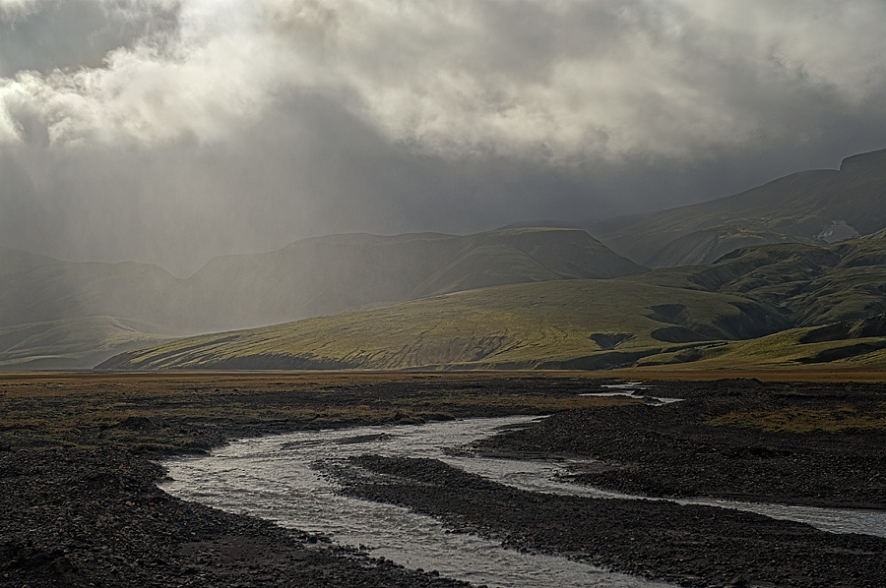 Iceland_Stream_Clouds
