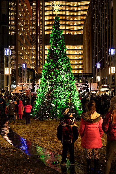 5 Tips For Photographing A Christmas Tree Lighting Travel